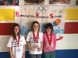 Abigael, Zoe et Shari les amies médaillées.